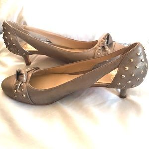 Joan & David Daulysses leather bow studded pumps